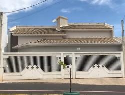 Casa para venda 217m² com 3 quartos em Dracena-SP